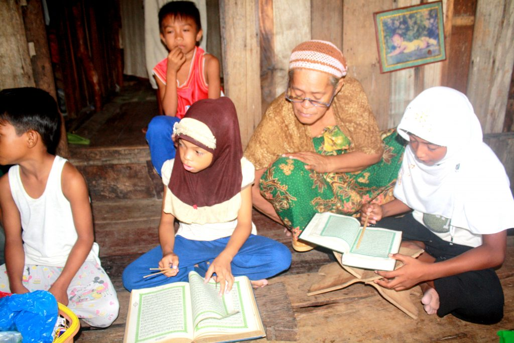 4-inah-teaching-children-to-read-the-koran-1